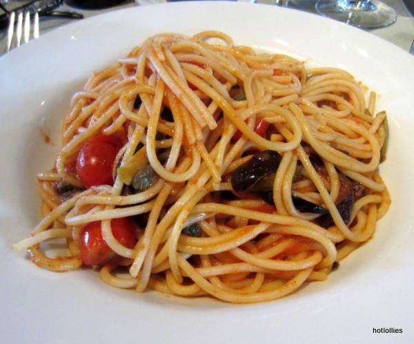 spicy pasta puttanesca